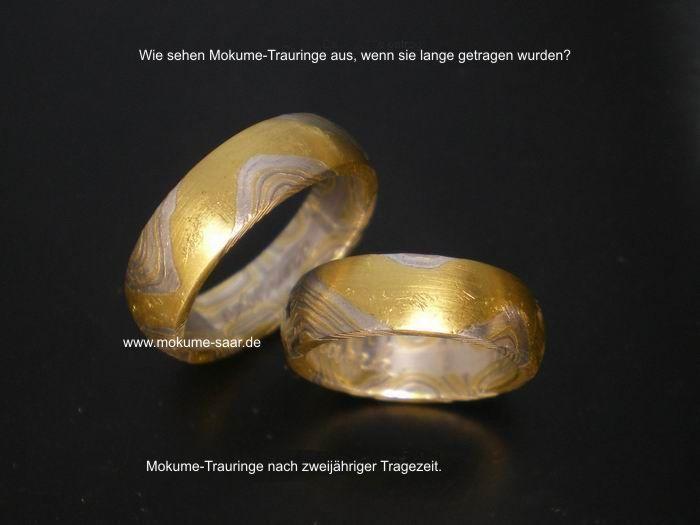 1 Paar Eheringe mit mokume gane Musterung und Tragespuren