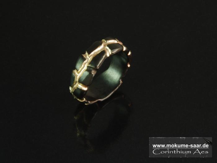 Schwarzer Ring Corinthium Aes im Magma-Design