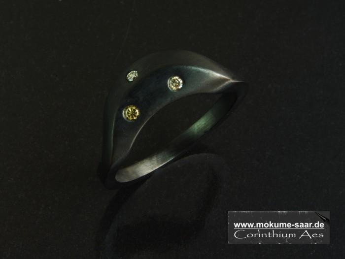 Schwarzer Ring mit 3 Brillanten