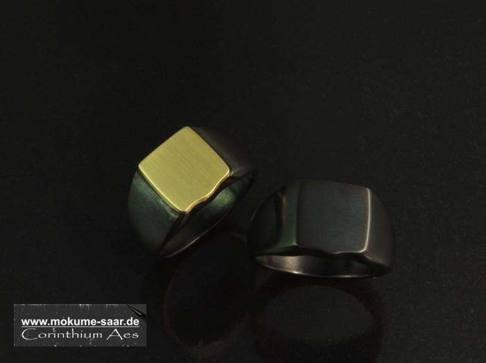 2 Siegelringe aus schwarzem Corinthium Aes