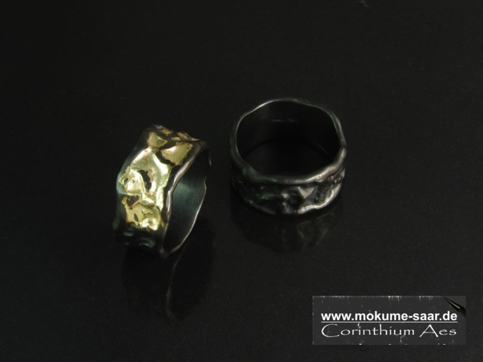 2 breite Corinthium Aes Ringe schwarzes Metall