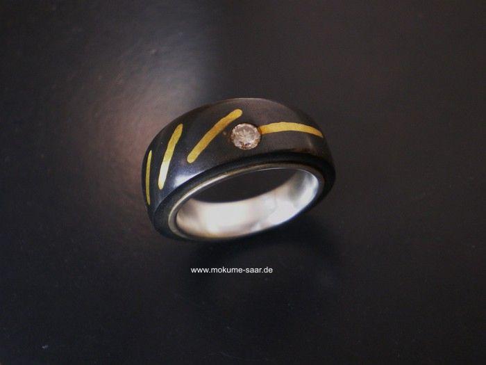Schwarzer Ring mit Feingold-Einlage