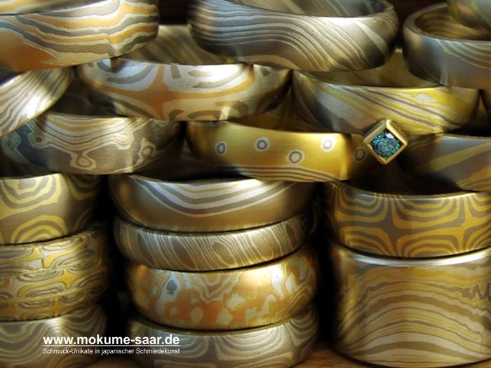 Bild mit vielen unterschiedlich gemusterten Mokume Gane Trauringen