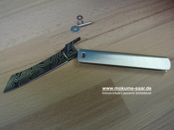 Einzelteile eines Damast-Klappmessers mit Silberner Griffschale